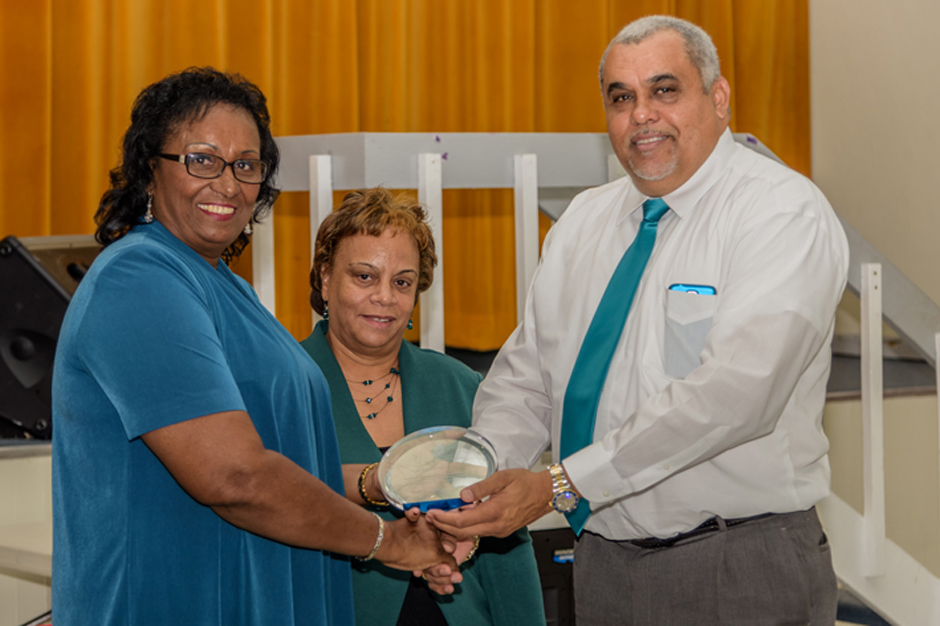 Annie Rose Scott receives award for 28 yrs service